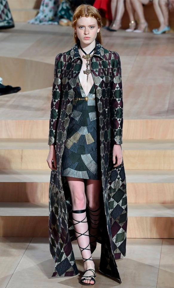 valentino-runway-fashion-weeek